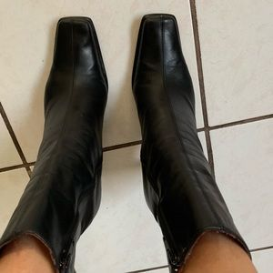 Black leather size 40 Charles David booties